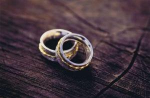 Handgemachter Schmuck Doppelring in Gelbgold und anlaufbeständigen Silber