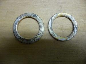 Halbumgedrehte Ringe