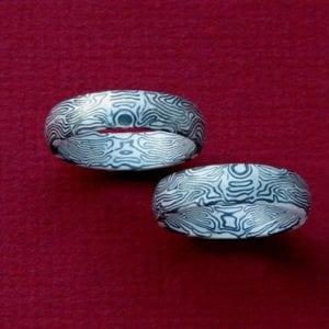 Spiegelbildlich geschmiedete Mokume Gane Ringe