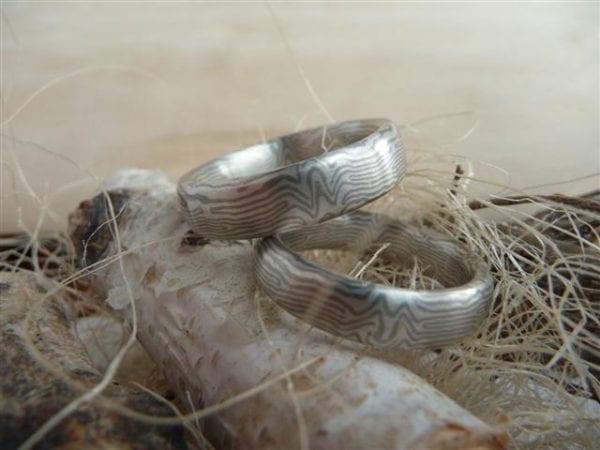 Spiegelbilbliche Ringe