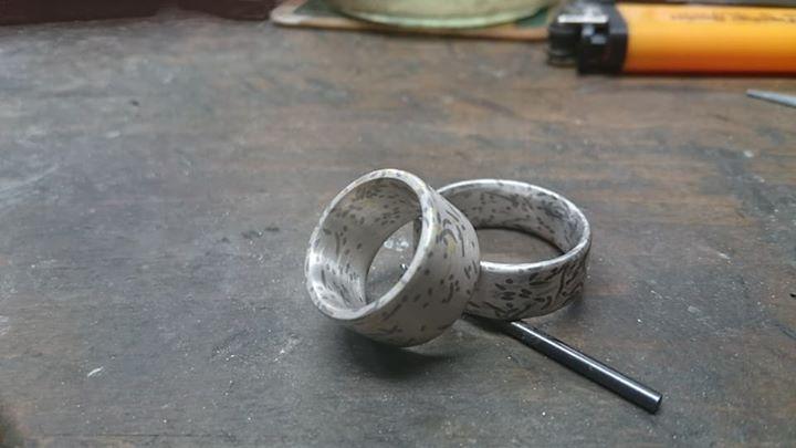 Es sind mal wieder sehr schöne Wabi Sabi Ringe in der Goldschmiede Heider entstanden