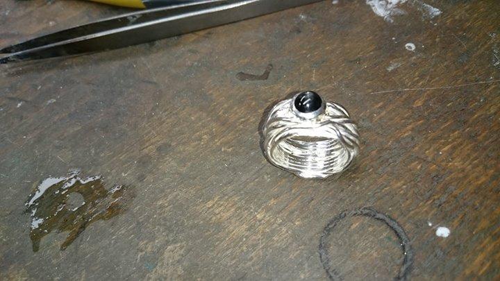 Wickelring aus Silber mit Sterndiopsid.