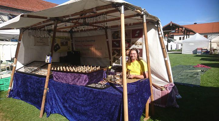 Heute sind wir noch bis um 18Uhr  in Fürstenfeldbruck auf dem Töpfer und Kunsthandwerkermarkt aktiv.