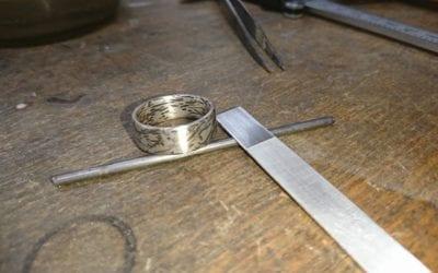Wabi Sabi Ring in Platin, Palladium und Silber.