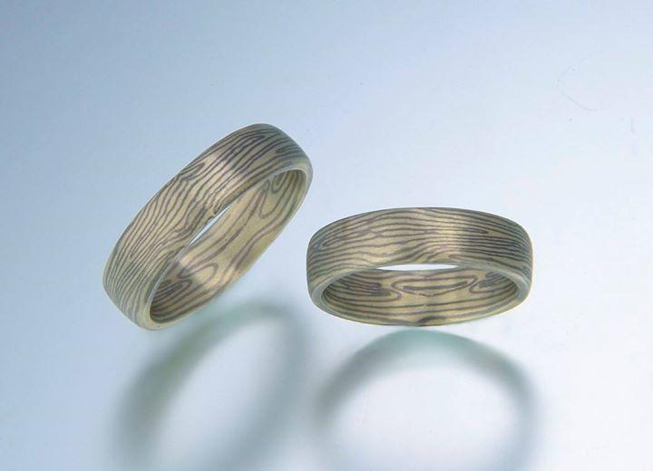 Heute habe ich Euch diese besonderen spiegelbildlichen Mokume Gane Ringe in Grüngold und Palladium.