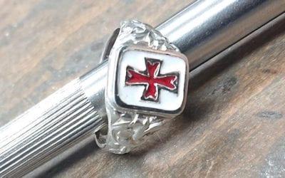 Kundenauftrag: Templerring in Silber 925 mit Emaille Rot und Weiß.